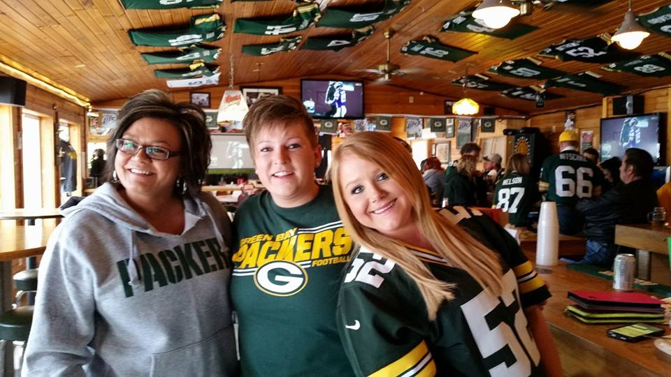 2015-01-13 Women Packer Fans on Gameday
